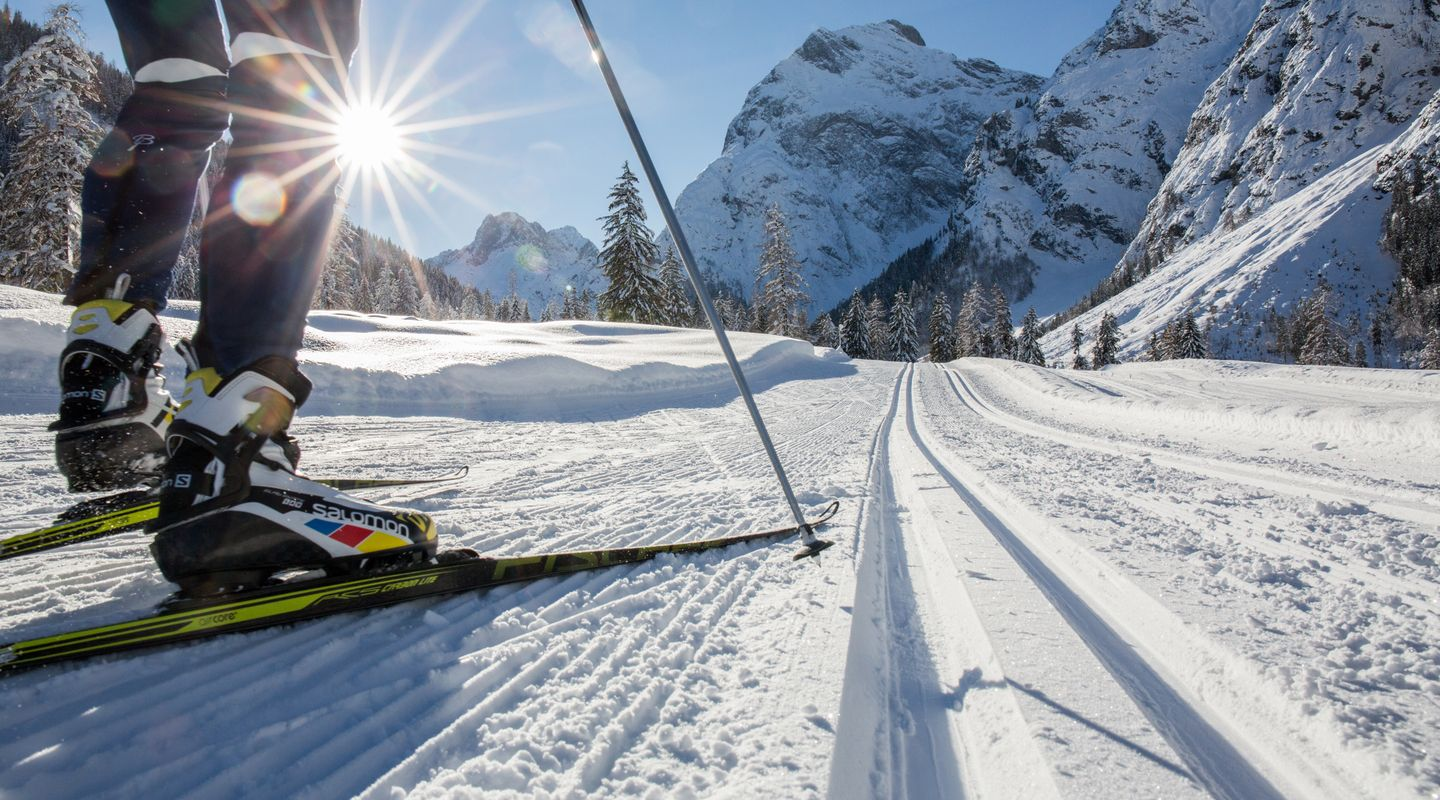 Cross-country skiing on the Flazthurn-Gramai trail @Achensee Tourismus